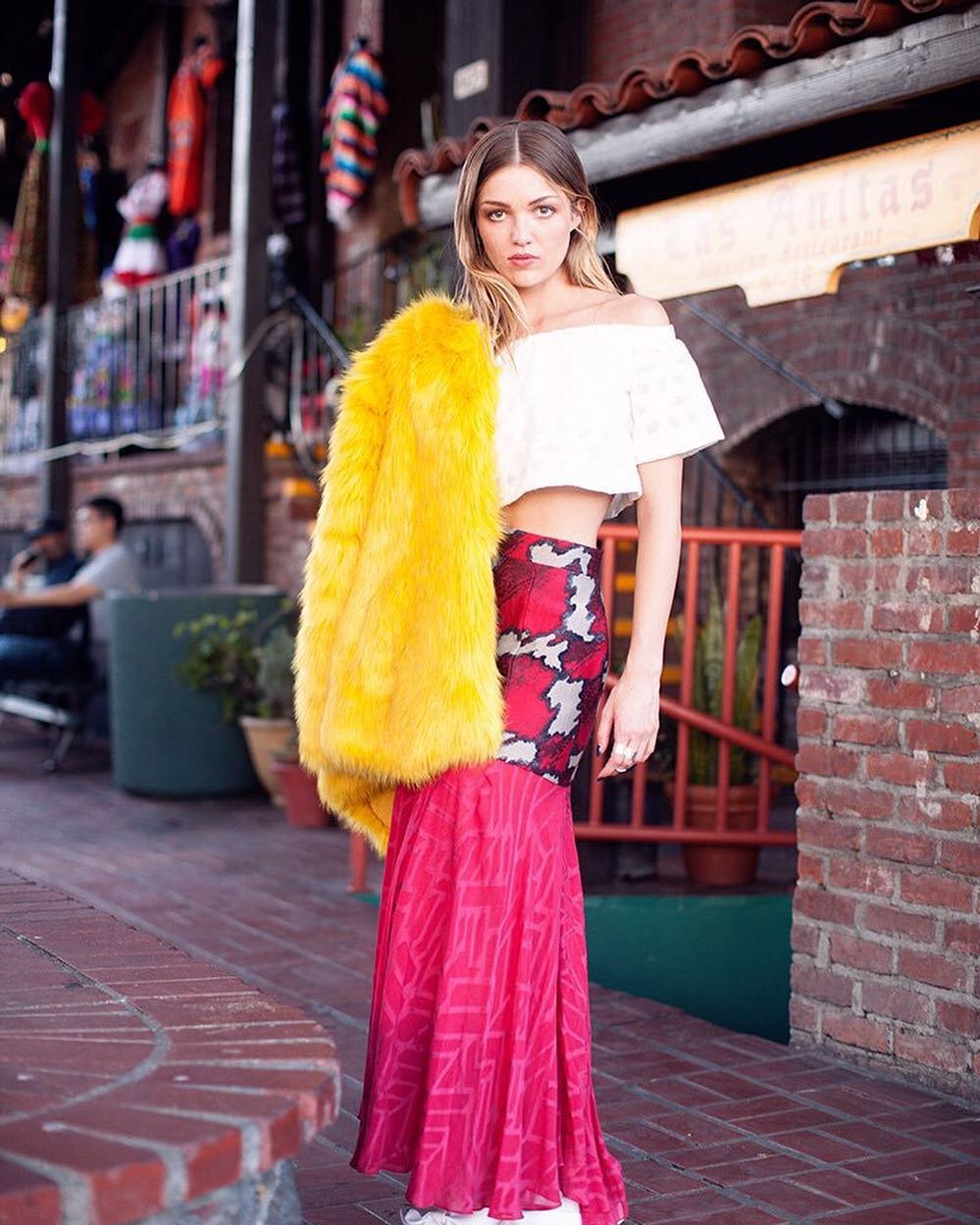 Lili Simmons is looking extraordinary in her yellow-pink attire