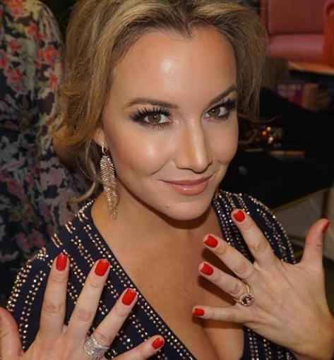 Hannah Ferrier, Chief Stewardess of Below Deck Mediterranean wearing a rose cut ring on her fourth finger at the live show, Watch What Happens Live