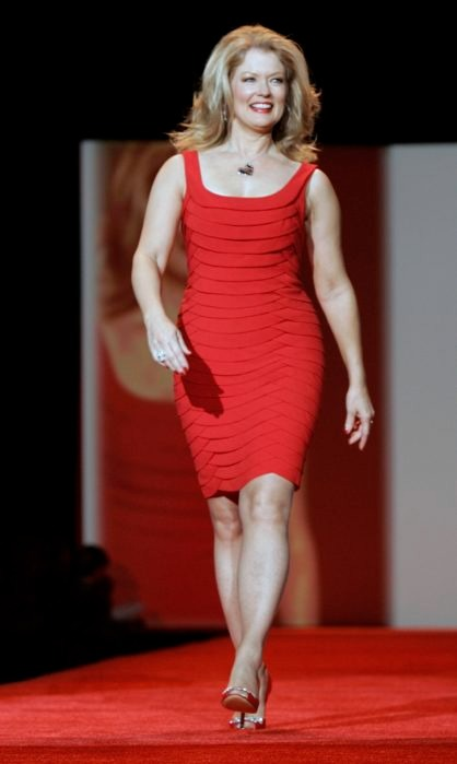 Mary Hart walking in the ramp in her red dress. She looks tall and confident. Her bikini suiting body measurement is quite distinctive.