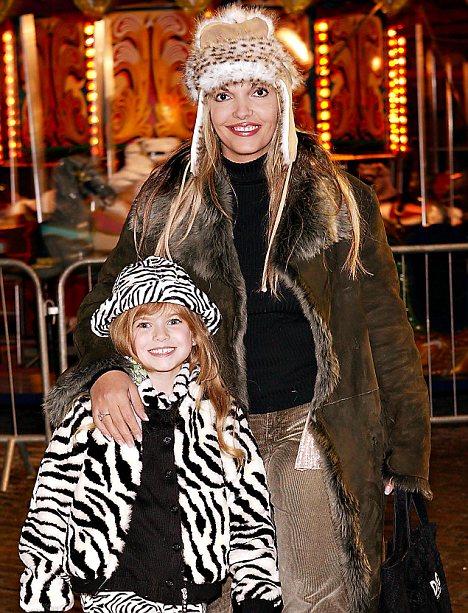 Joe Elliott's former wife Karla Ramdhani is standing next to her daughter Emily-Jade.