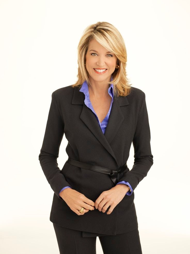Paula Zahn is wearing a black suit-pant and blue shirt which is bringing up the smart look in her.