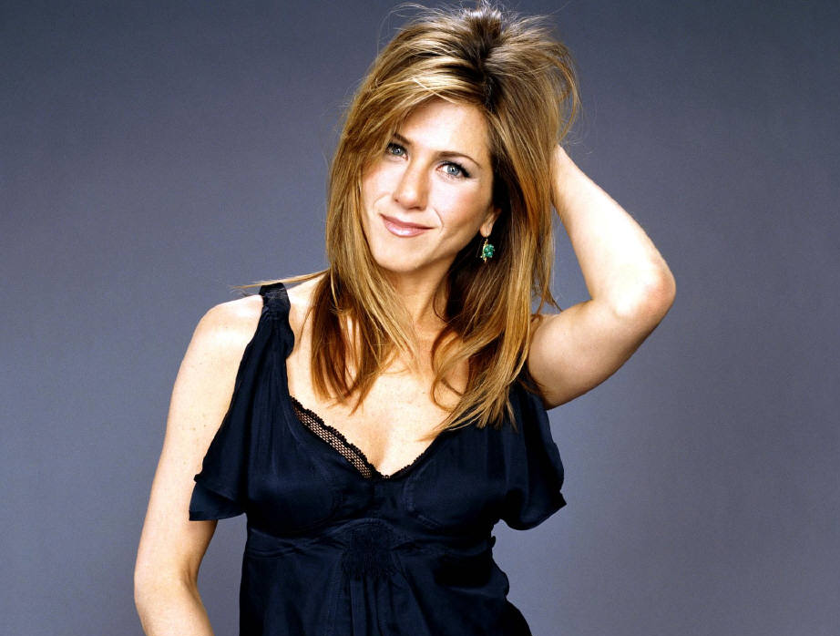 Jennifer Aniston looks dashing in her fancy black attire. Her blonde hair and her sparkling blue eyes has perfectly complimented her personality.