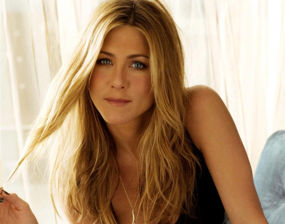 Jennifer Aniston looks stunning her middle partition hair and glistering blue eyes.