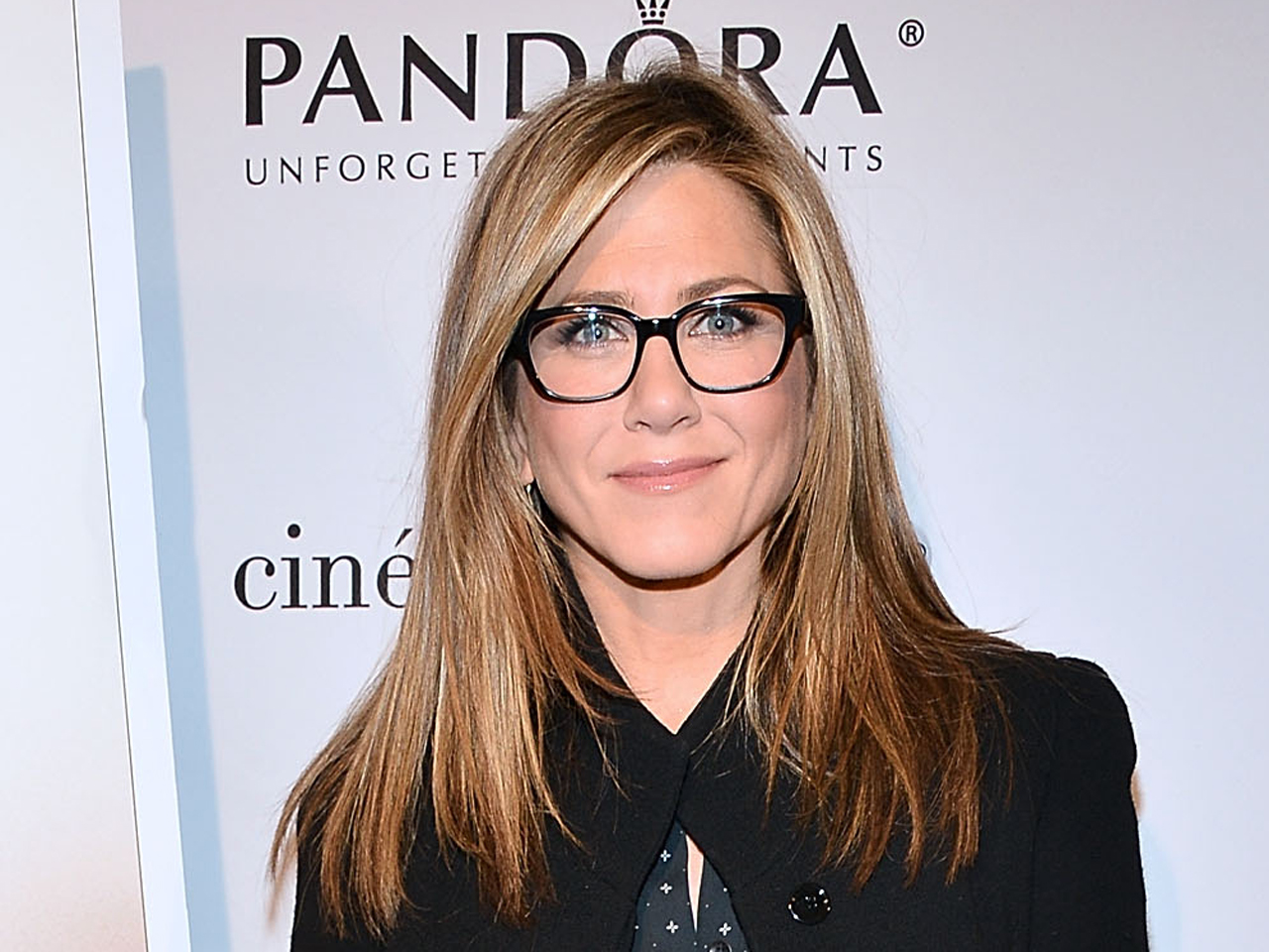Jennifer Aniston rocking a spectacles with a gorgeous smile.