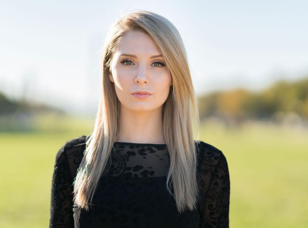 Lauren Southern looks dashing on her blonde hair and black outfit.