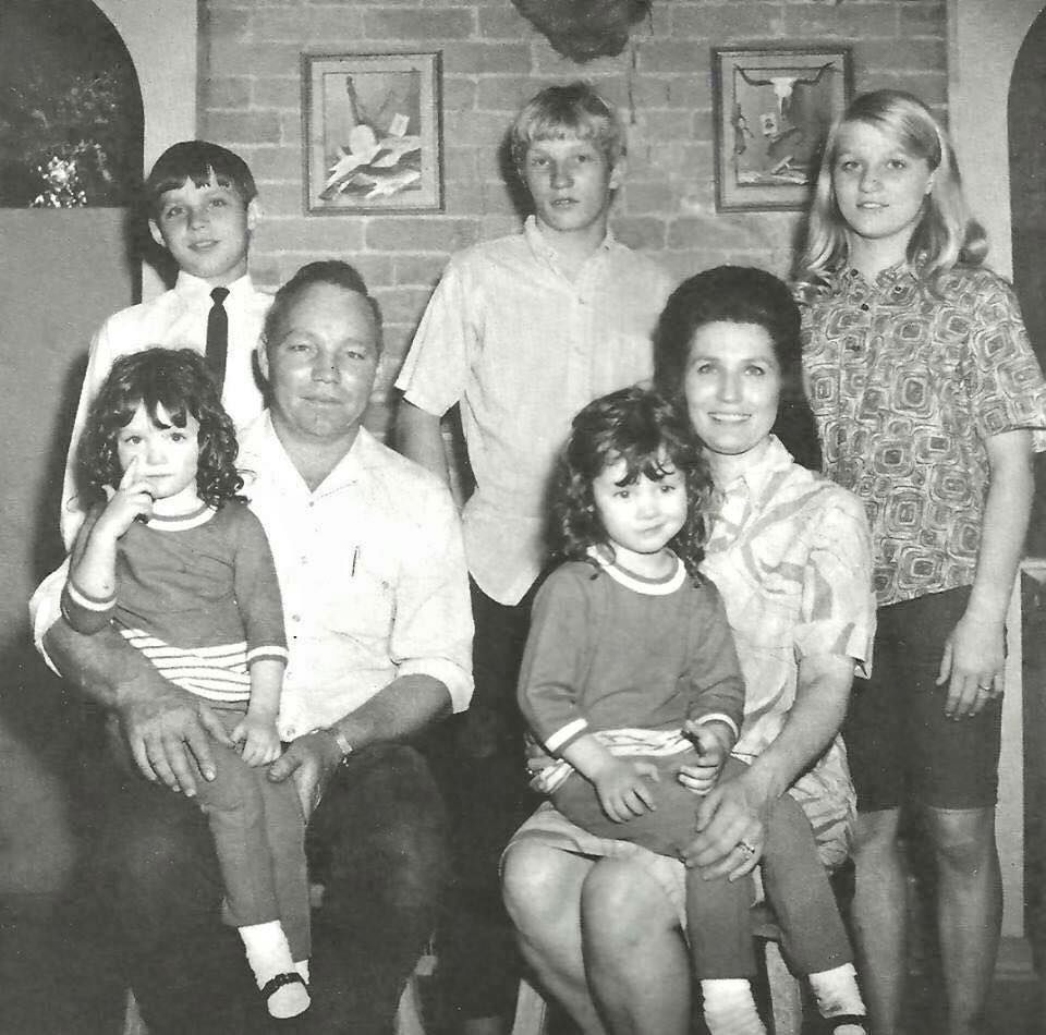B&W picture of Loretta Lynn's family
