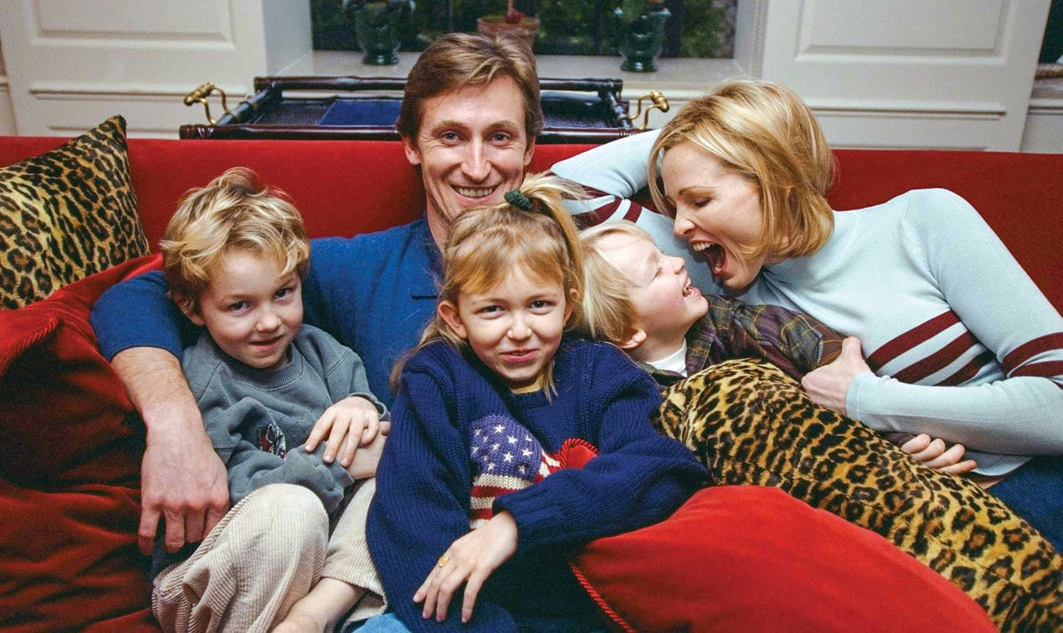 Wayne Gretzky's family picture with his three kids and wife Janet. They picture captures all happy faces, they are having a quality family time.