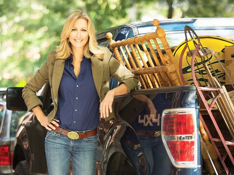 Lara Spencer collecting vintage goods from the flea market