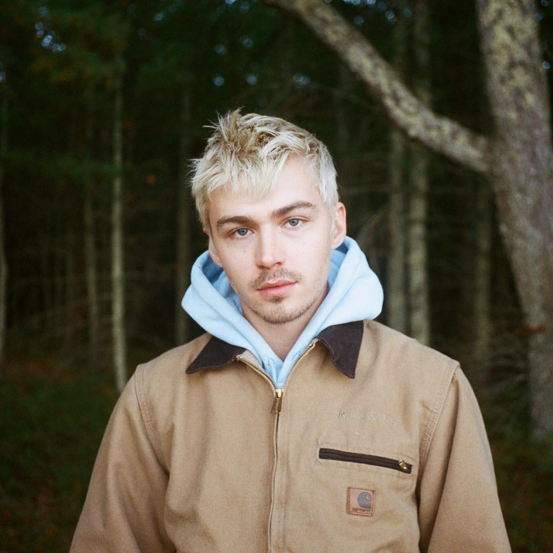 Miles Heizer looks stunning in the blonde hair color