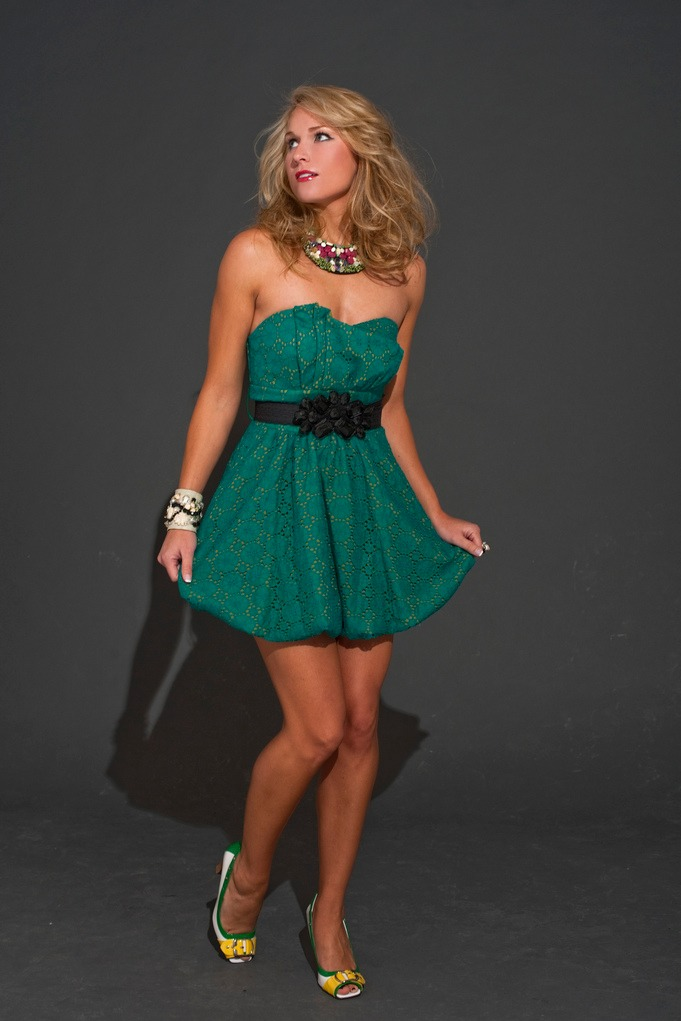 Heidi Watney looks hot and sexy on that green dress
