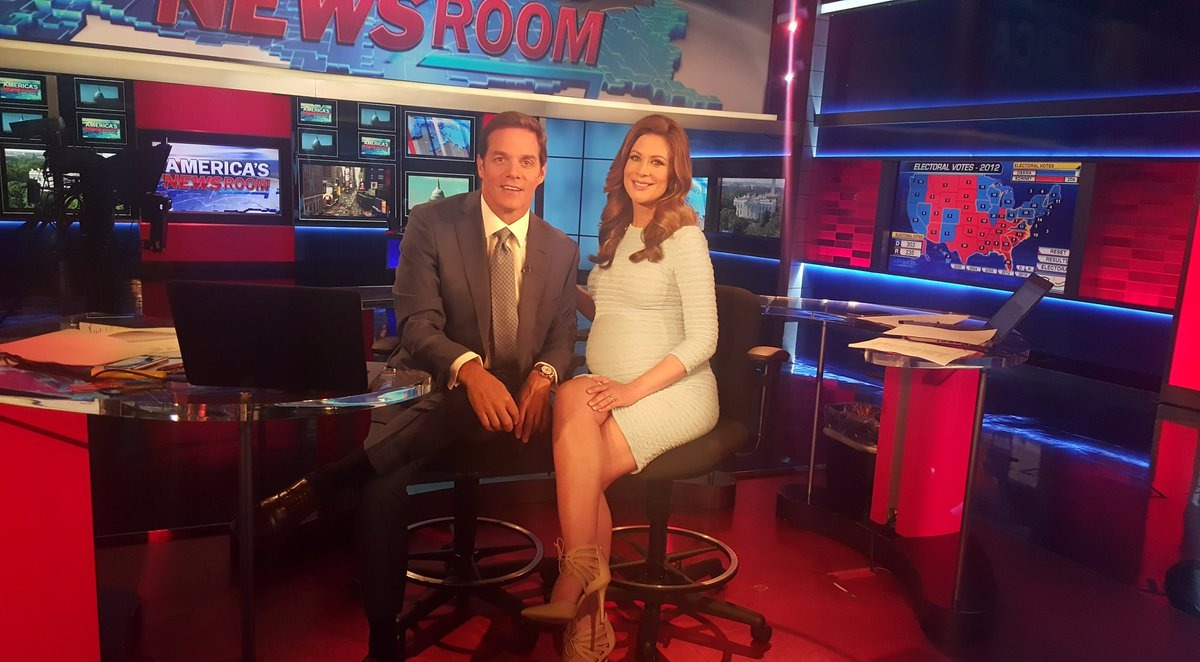 Pregnant Molly Line with Bill Hemmer on Fox New' show 'America's Newsroom'