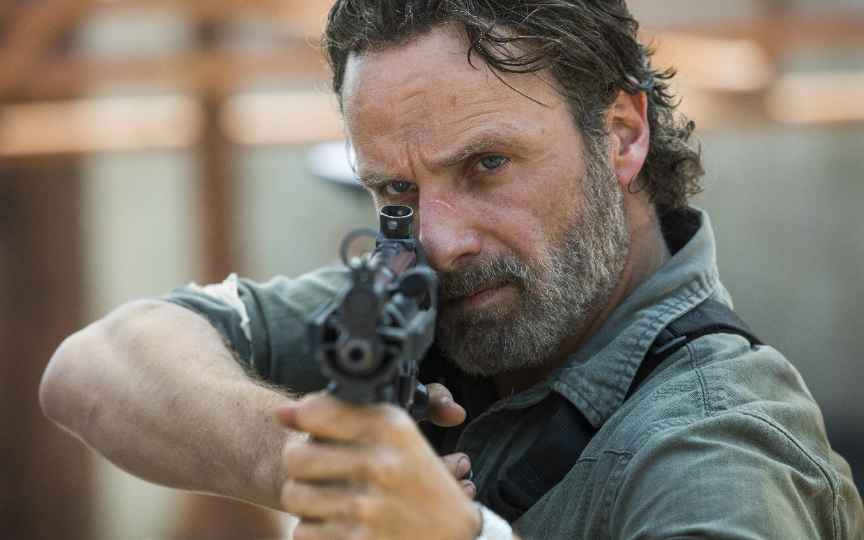 Andrew Lincoln aiming his gun