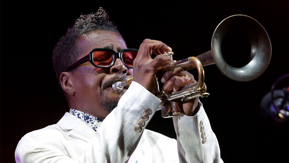 Roy Hargrove playing a trumpet