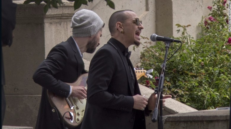 Chester Bennigton singing at Chris Cornell's funeral, there's a guy with a guitar in the back