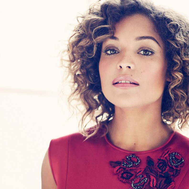 Antonia Thomas looks sexy in short curled hair