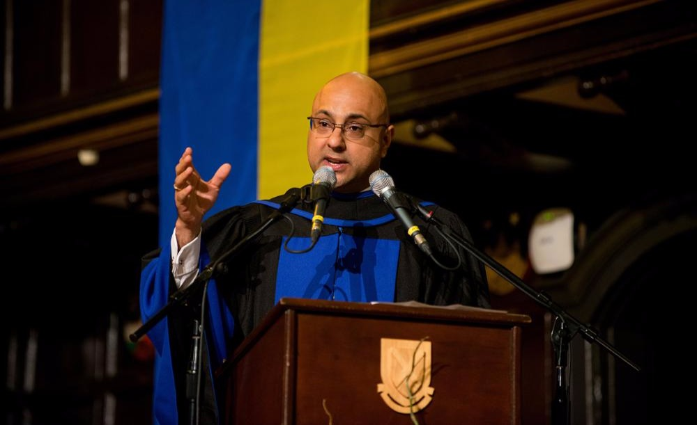 Ali Velshi giving a speech in a graduation function at Queens University in 2016