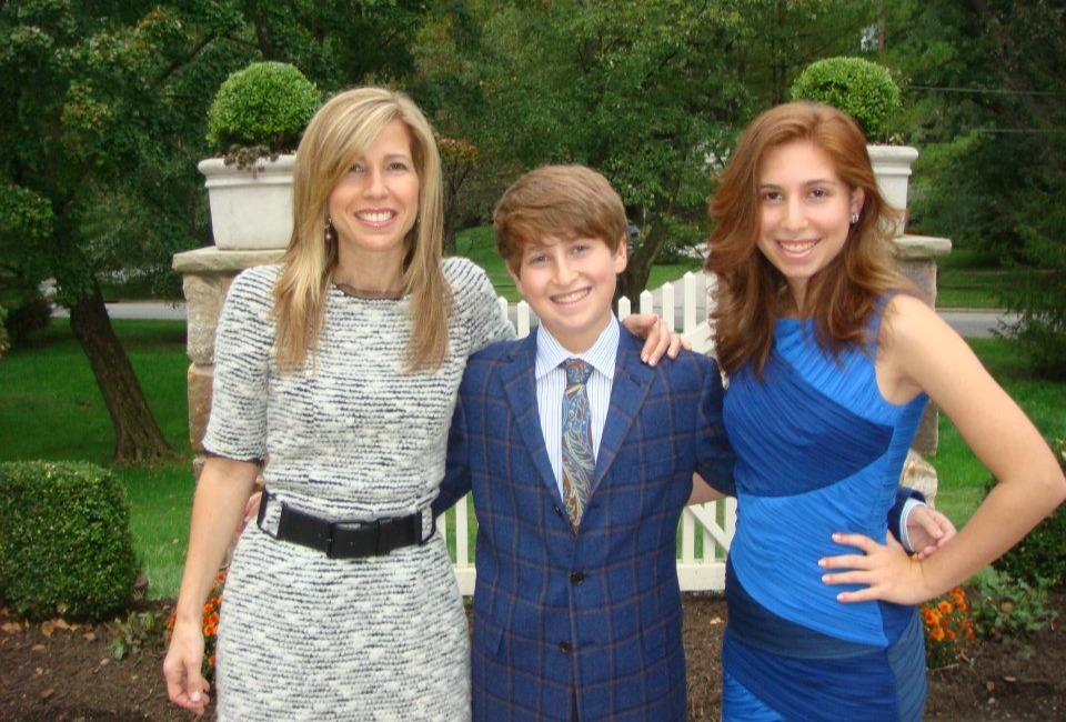 Lori Wachs with her children in 2013
