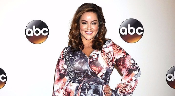 Katy Mixon looks hot in floral print dress