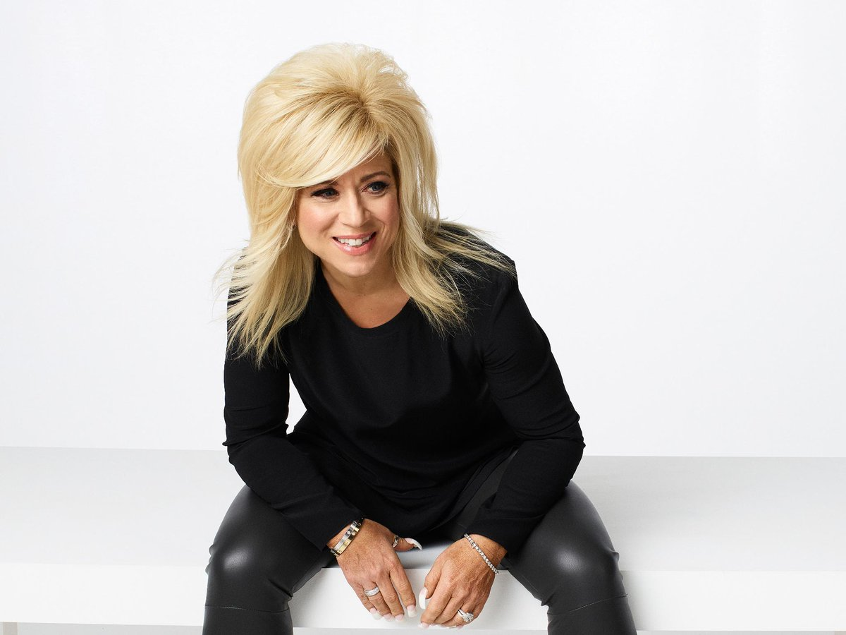 Theresa Caputo posing for a picture