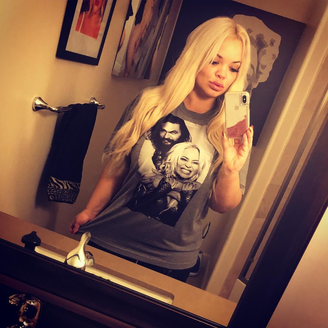 Trisha Paytas is flaunting her top with her and Jason Momoa's photo print by taking a mirror selfie.