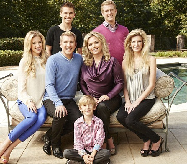 Todd Chrisley's family picture with his wife, Julie and five children