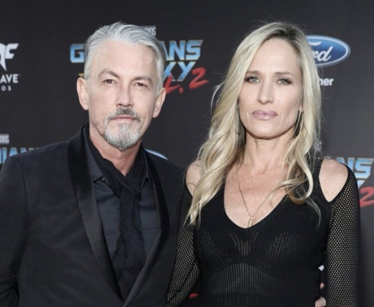 Tommy Flanagan and his wife is standing next to eachother