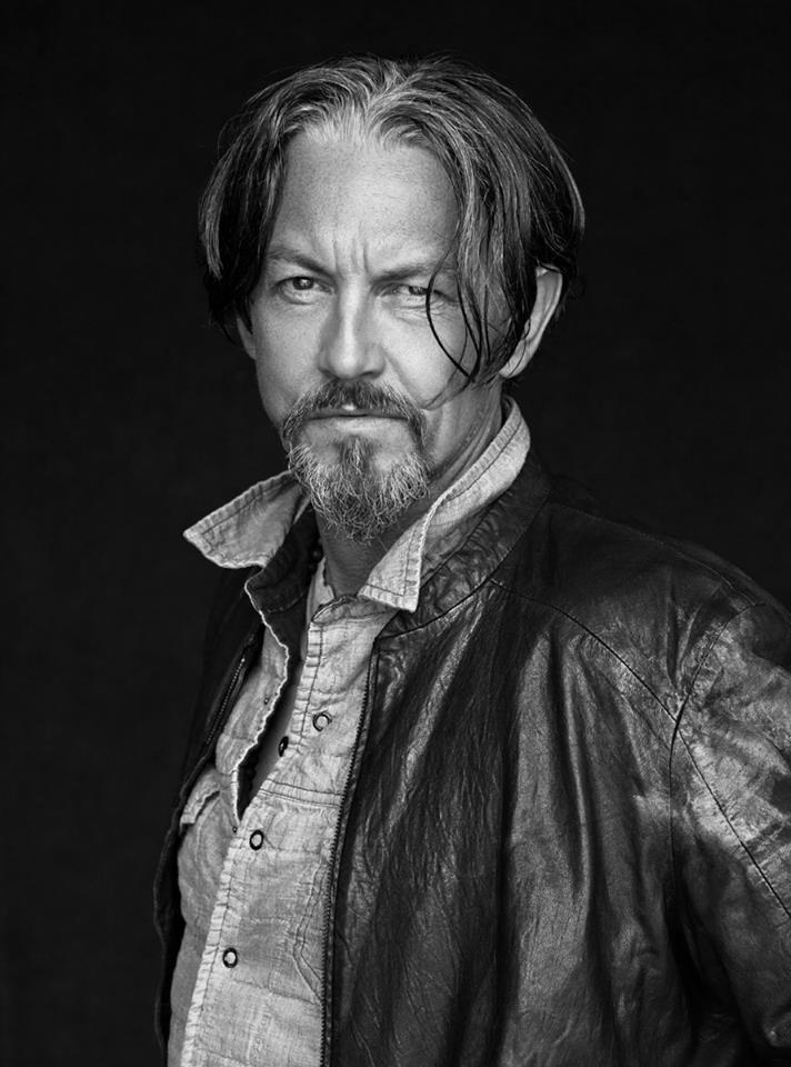 Tommy Flanagan is wearing has a scar on his face