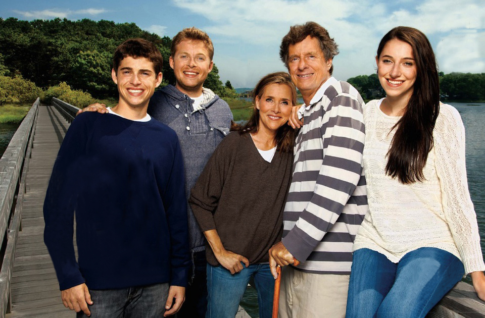 Meredith Vieira and family take a picture