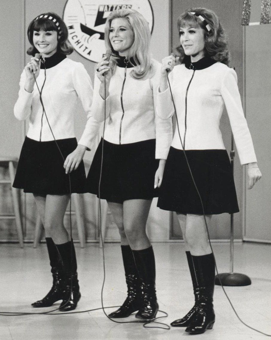 Linda Kaye Henning with her stars from Petticoat Junction in skirts