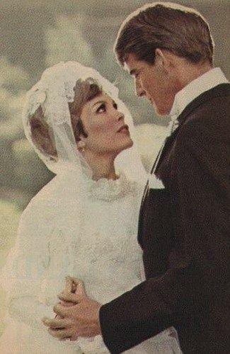 Linda Kaye Henning and her husband Mike Minor in marrige mood