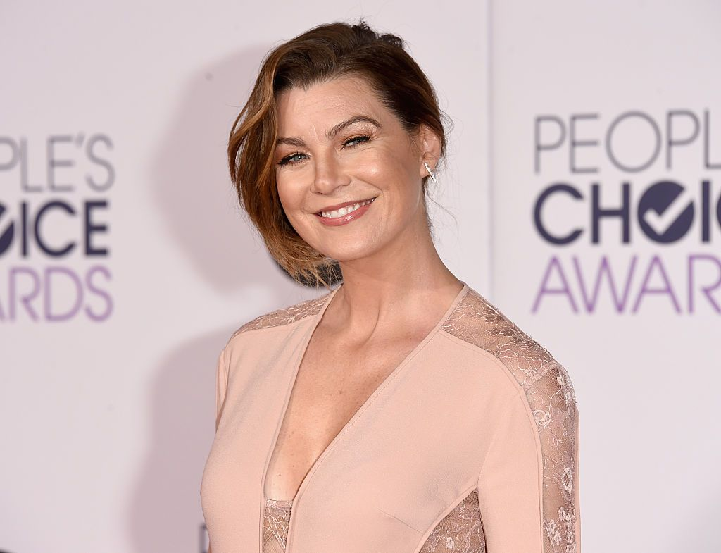 Ellen Pompeo smiling for a picture at People Choice Award