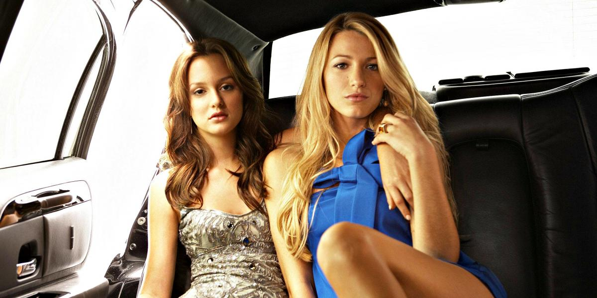 Leighton Meester and Blake Lively on the back seat of a car