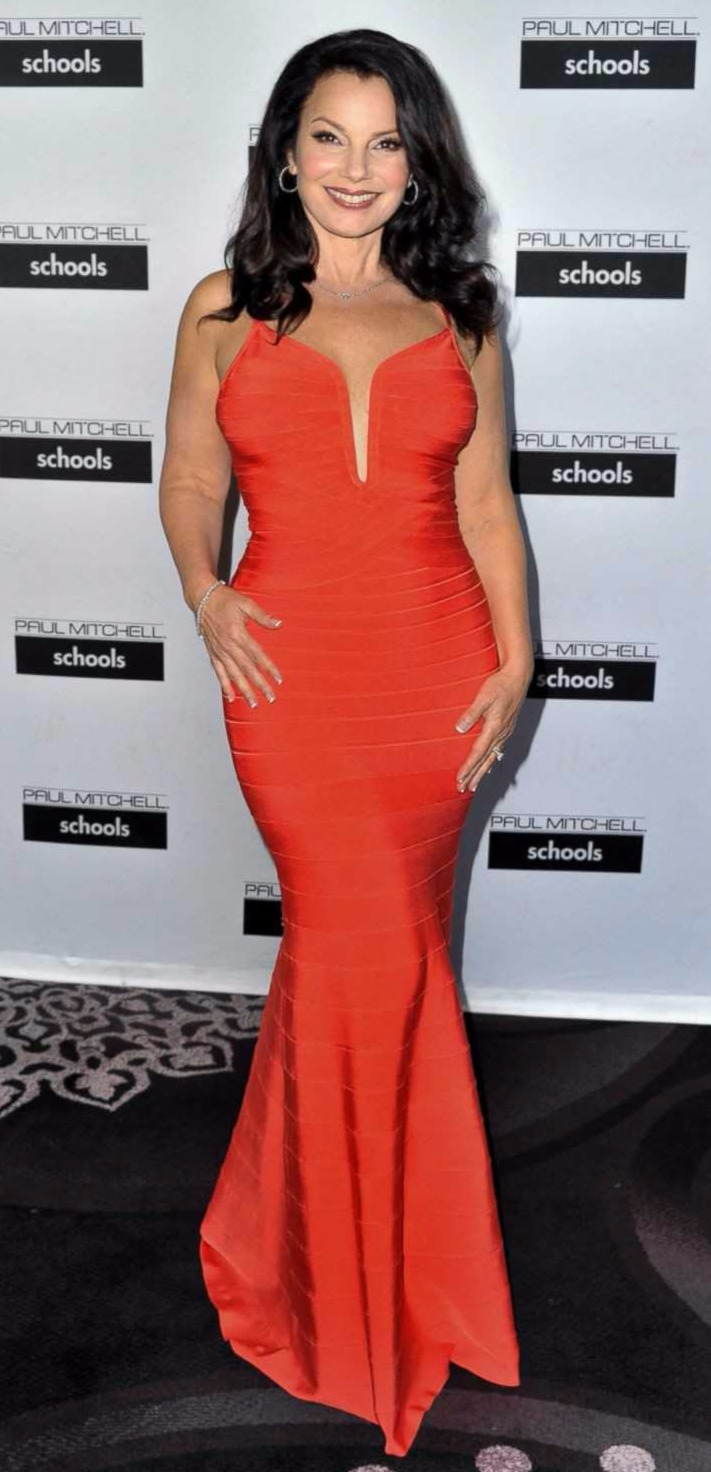 Fran Drescher looks hot in her tight fitted red dress, which is revealing her curvaceous body measurements really well.