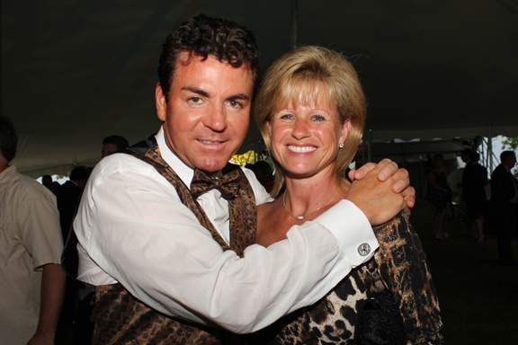 John Schnatter wrapping his hands around his wife, Annette's shoulder