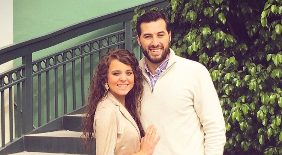 Jinger Duggar and Jeremy Vuolo smiling while posing for a picture