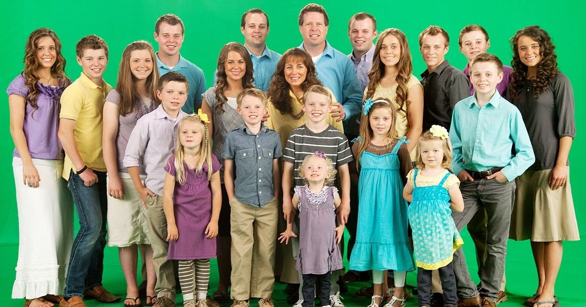 The Duggar family picture including Jim Bob and Michelle Duggar and their 19 kids