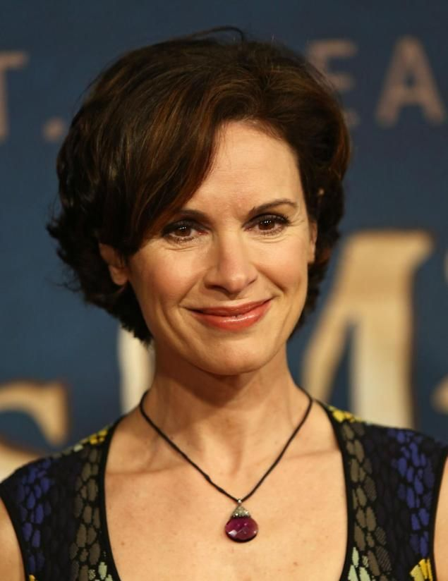 Elizabeth Vargas in a colorful dress and wearing a neck less in her neck.