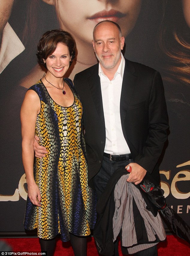 Elizabeth Vargas (left) and ex-husband Marc Cohn( right) pose together for a picture. Marc is holding Elizabeth with one hand.