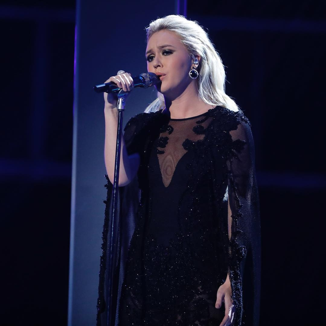 Chloe Kohanski is looking extraordinary in the attire she is wearing. She is singing  like a rocker and her emotions in face is killer. Her hair is looking flawless in that attire.
