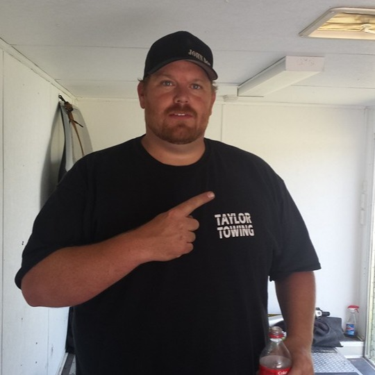 Street Outlaws' Scott Taylor wearing t-shirt of his own shop, Taylor Towing