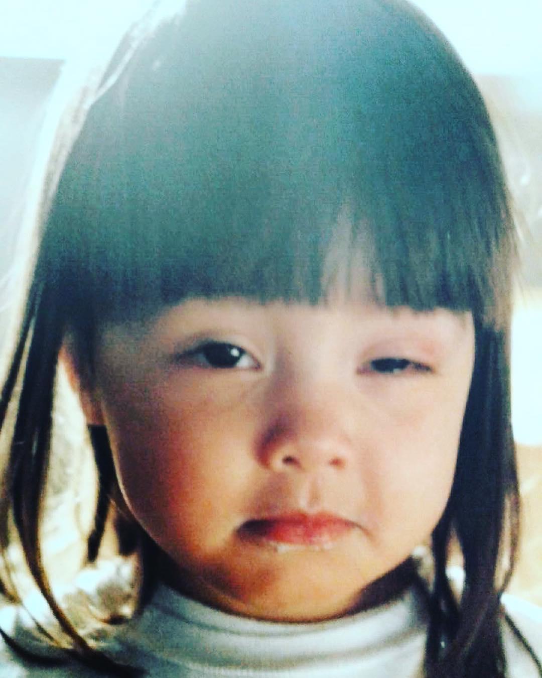 Ariel Tweto when child, has a black short hair