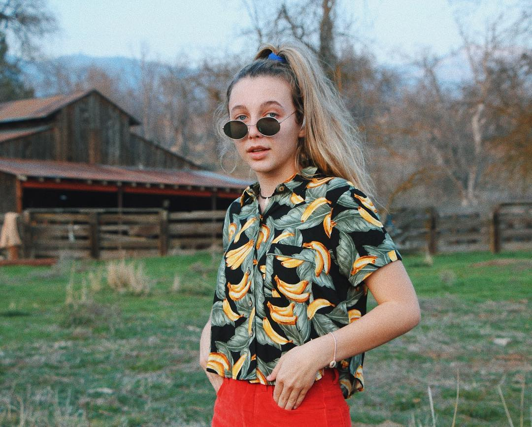 Emma Chamberlain look total clad in vintage glass