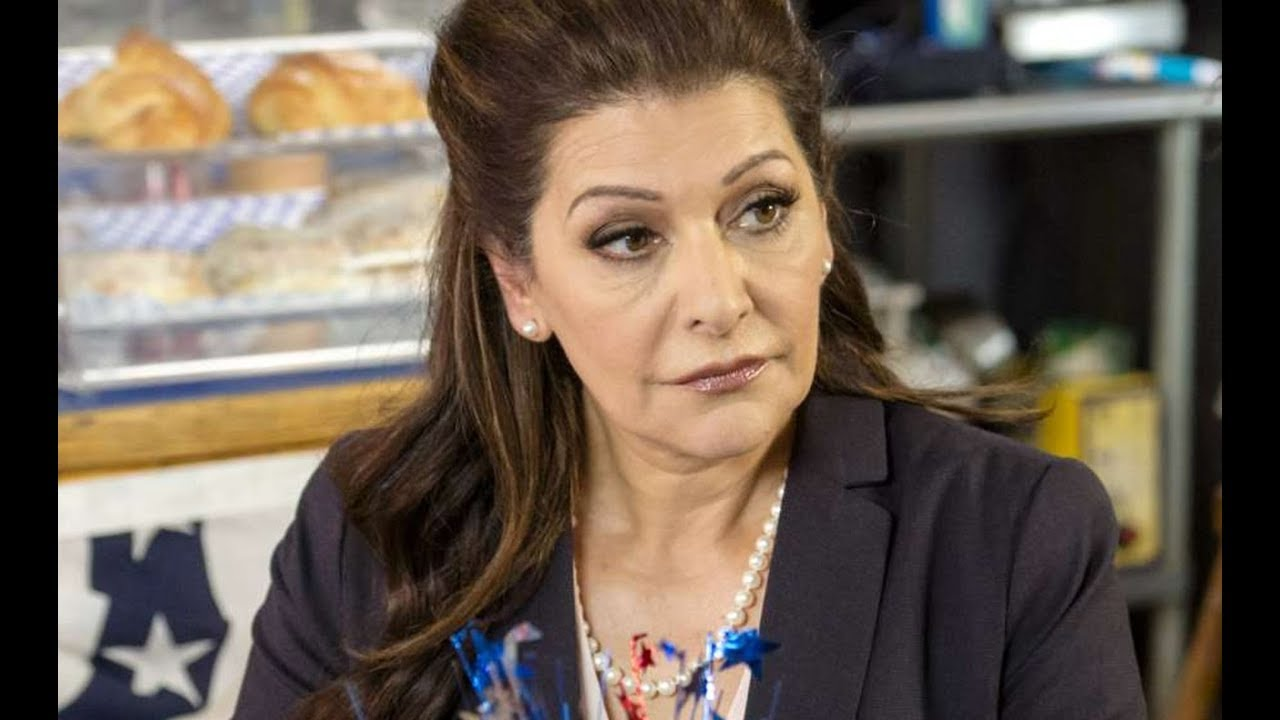 Marina Sirtis is wearing in a pearl neck-piece