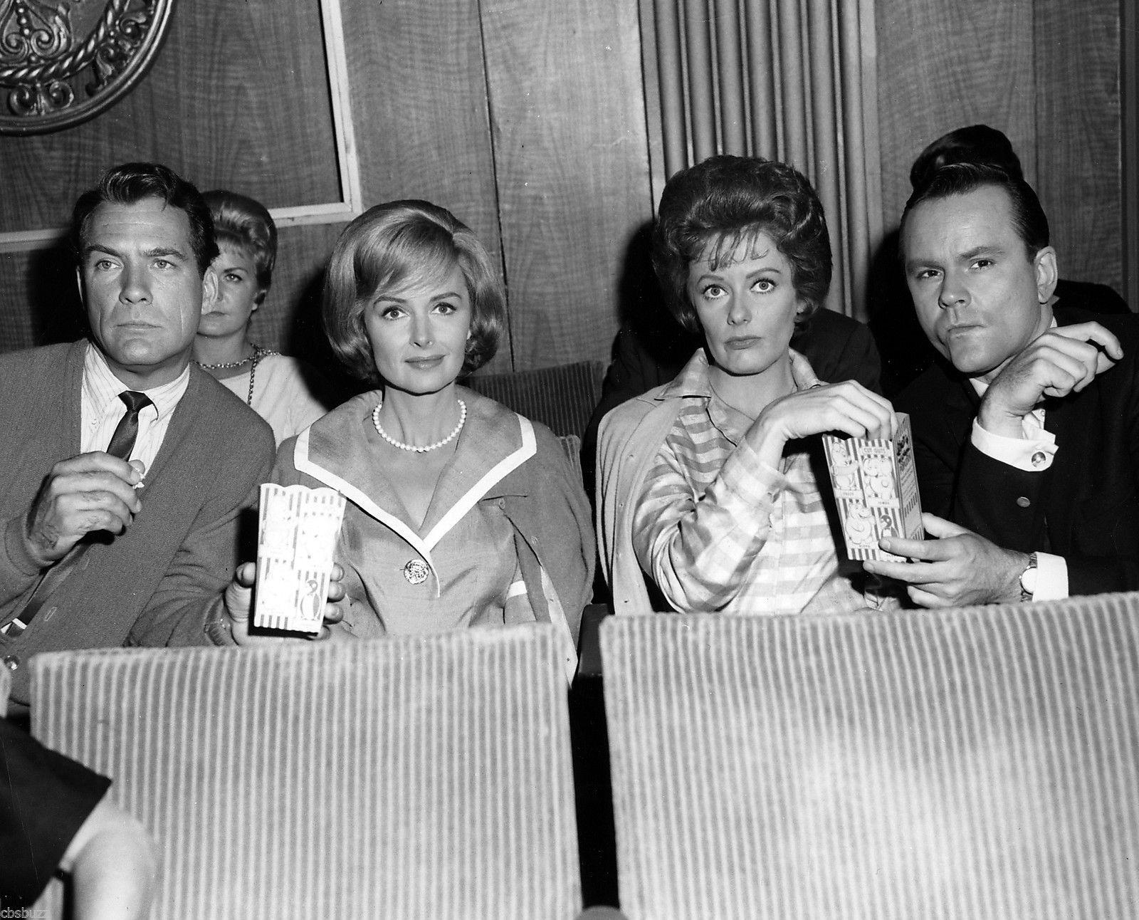 Carl Betz, Donna Reed, Ann McCrea & Bob Crane eating popcorn