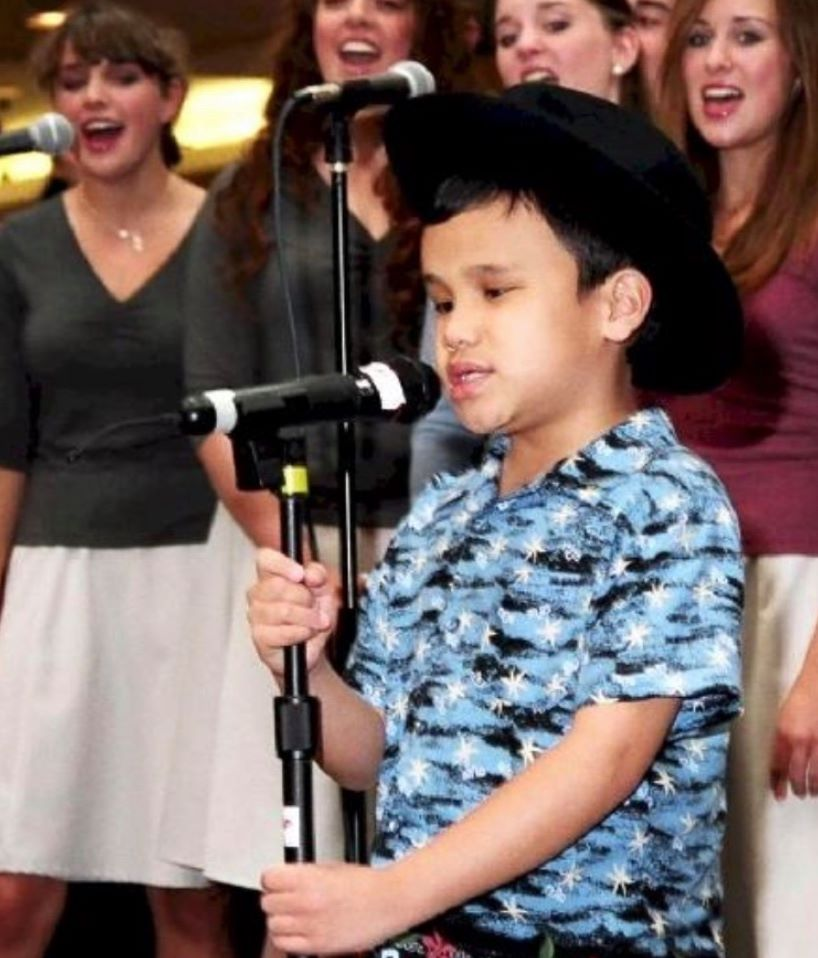 young Kodi Lee singing in gospel
