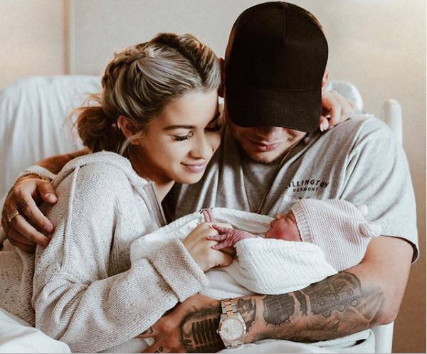 Singer Katelyn Jae and Kane Brown with their new born daughter, Kingsley