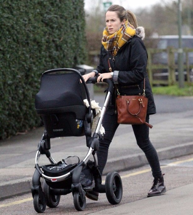 Kim Sears steps out a month after her baby girl Sophia was born