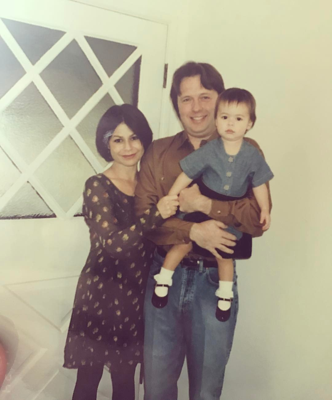 Miranda Cosgrove when little with her mother and father