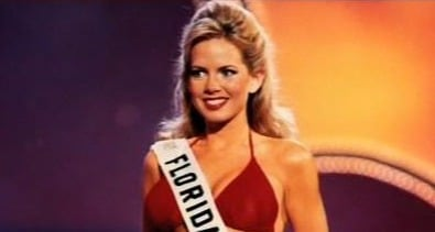 Shannon Bream in hot red bikini, flaunting her ripped abs and slender legs. She represented Florida state in Miss USA 1995.