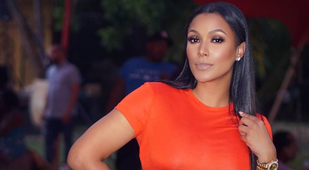 Shantel Jackson looking hot in her orange attire, a pinch of credit to be given to her plastic surgeries.